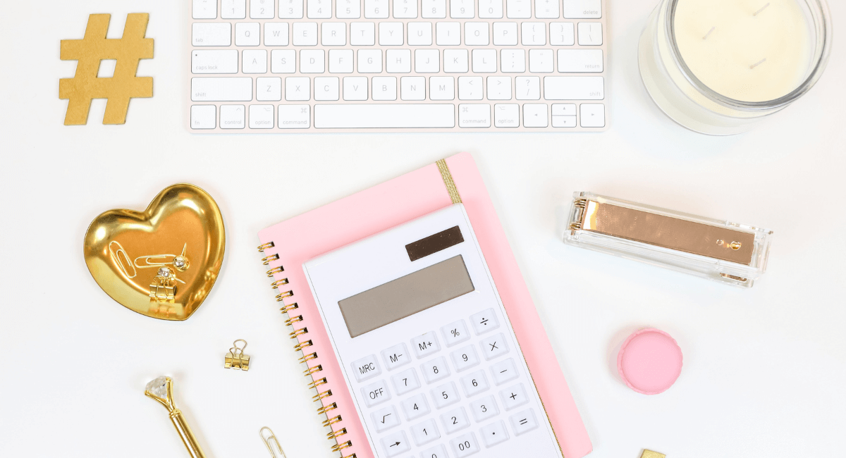 Online Shopping Statistics - A Keyboard and a calculator